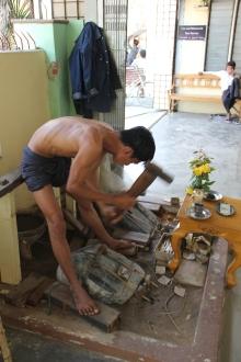 A gold leaf worker