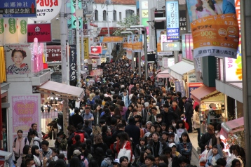 Crowded shopping street in Harajuku