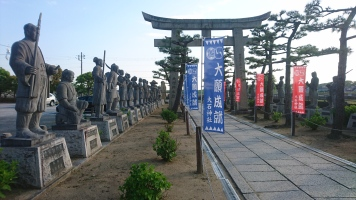 Statues of the 47 ronins lined before the shrine