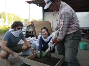 Preparing fertilizer out of kitchen wastes